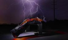 Fotografia di ricerca personale creativa di ricerca tronco con fuoco e fulmine