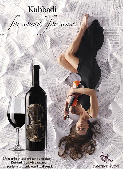 Fotografia pubblicitaria modella e violino